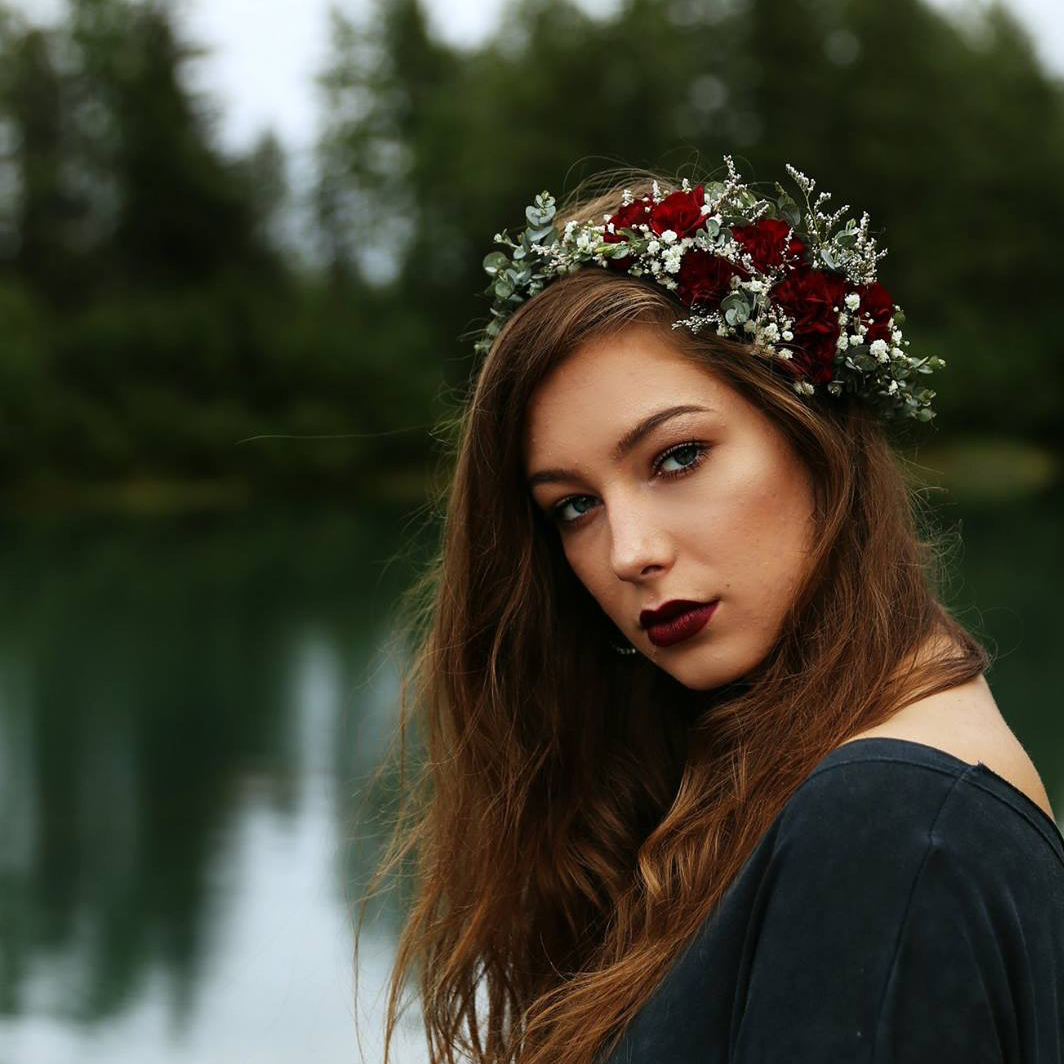 Partial crown | designed by Natasha Price of Paper Peony and photo by Cleo Jane Photography