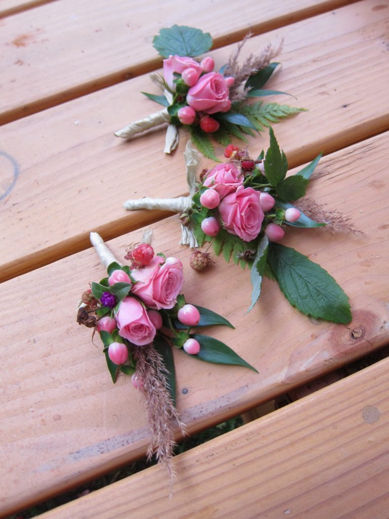 A bright and cheerful Alaska wedding | boutonniere made with spray rose, hypericum berry, gomphrena, wild raspberry, wild grass, wild fern and Italian ruscus. Designed by Natasha Price of Alaska Knit Nat
