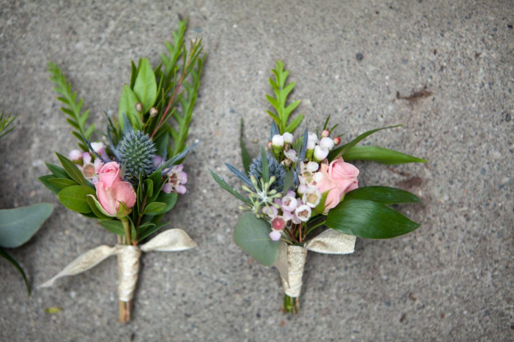 Mismatched boutonnieres by Paper Peony Alaska